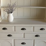 white-farmhouse-hutch-feature